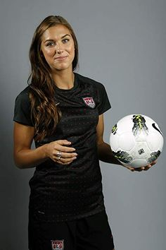 Soccer player Alex Morgan poses for a portrait during the 2012 U. Olympic Team Media Summit in Dallas, Texas May Scripps Howard News Service/Michael Zamora Football Players Images, Good Soccer Players, Usa Soccer Team, Soccer Fans, Team Usa, Worldcup Football, Women's Football, Football Girls, Alex Morgan Soccer