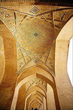 Мечеть Масджид-э-Вакиль в Иране.Masjid-e-Vakil in Iran.