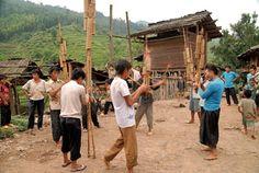 Gaztezuloren 81. alean, Josu Gaintza argazkilari bilbotarra Txinako hego ekialdeko Guizhou eta Guangxi eskualdeetan ibili zen, eta Txinako etnia ezberdinak erakutsi zizkigun.