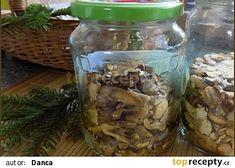 Houby ve vlastní šťávě zavařené v mikrovlnné troubě recept - TopRecepty.cz Mason Jars, Decor, Decoration, Canning Jars, Decorating, Deco, Embellishments, Glass Jars, Jars