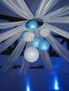 Turquoise and white wedding: illuminated central suspension - Decoration For Home Wedding Ceiling Decorations, Quince Decorations, Balloon Decorations, Night To Shine, Decoration Evenementielle, Wedding Pinterest, Blue Wedding, Holidays And Events, Event Decor