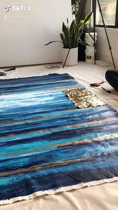 Acrylic Painting Tips, Canvas Painting Tutorials, Blue Abstract Painting, Abstract Canvas Art, Diy Canvas Art, Painting Techniques, Painting Canvas, Gold Leaf Art, Gold Art