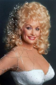 """( BEAUTIFUL COUNTRY MUSIC ♪♫♪♪ 2016 ★ DOLLY PARTON """" Country / country pop / pop / bluegrass / gospel """" ) ★ ♪♫♪♪ Dolly Rebecca Parton - Saturday, January 19, 1946 - 4' 11"""" - Sevier County, Tennessee, USA."""