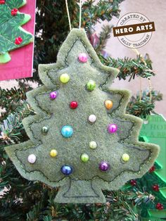Felt Christmas ornament - something Caitie and I can do together :)