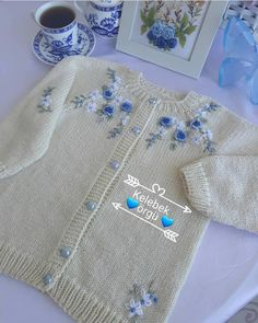 Butİk İşlemelİ Örgüler 🦋🦋🦋 On Instagr - Diy Crafts Baby Knitting Patterns, Baby Cardigan Knitting Pattern, Hand Knitting, Crochet Baby Poncho, Knitted Poncho, Heirloom Sewing, Cute Baby Clothes, Baby Sweaters, Diy Crafts
