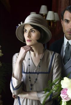 another exquisite costume for Michelle Dockery as Lady Mary Crawley in Downton Abbey, Season 5 Robert Crawley, Edith Crawley, Lady Mary Crawley, Downton Abbey Costumes, Downton Abbey Fashion, Dame Mary, Scott Terrier, Downton Abbey Series, Dowager Countess