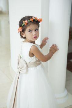 Sweet flower girl: http://www.stylemepretty.com/destination-weddings/2013/12/02/san-andres-island-wedding-from-valeria-duque-photography/ | Photography: Valeria Duque - http://valeriaduque.net