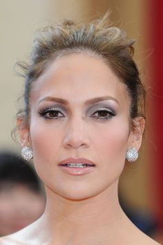 Jennifer Lopez Silver smokey eye makeup