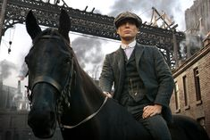 Thomas Shelby's (Cillian Murphy) striped club collar shirt as seen in Peaky Blinders Costume Peaky Blinders, Traje Peaky Blinders, Peaky Blinders Season, Peaky Blinders Series, Peaky Blinders Thomas, Cillian Murphy Peaky Blinders, Birmingham, Boardwalk Empire, Downton Abbey