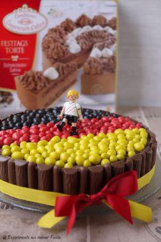 #Geburtstagstorte #Geburtstag #Torte #Fußballtorte #M&Ms, Yvonne Erfurth, Blogger, experimenteausmeinerküche.de, #Coppenrathundwiese, Schokoladen-Sahne-Torte #birthday #cake