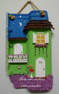 Telha decorada, soltando a imaginação, surgem detalhes diferentes.