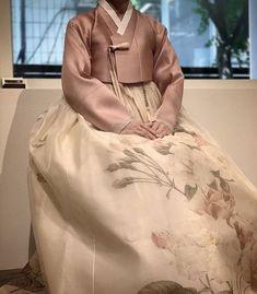 예쁜 고급혼주한복: 청담이승현한복의 혼주한복 후기 : 네이버 블로그 Modern Hanbok, Ted Baker, Korea, Mood, Tote Bag, Bags, Fashion, Handbags, Moda