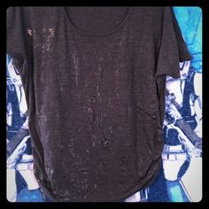 Cute top Not sure of size but fits like an xl Tops Tees - Short Sleeve