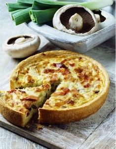 """An easy and gourmet dish with 5 SmartPoints per person (Freedom Weight Watchers program). Discover the preparation of the recipe """"Weight Watchers Leek Pie"""" Source by marierousteau Tart Recipes, Ww Recipes, Healthy Recipes, Plats Weight Watchers, Weight Watchers Meals, Smartpoints Weight Watchers, Ways To Cook Eggs, Leek Pie, Leek Tart"""