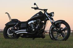 Harley Davidson News – Harley Davidson Bike Pics Harley Davidson Street Glide, Harley Davidson Dyna, Bobber Chopper, Big Dogs, Cool Bikes, Cars And Motorcycles, Hot Wheels, Cool Cars, Dream Cars
