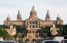 El  Museu Nacional d'Art de Catalunya (MNAC) va ser un projecte de Josep Puig i Cadafalch, al 1920.  Aquest està situat a Barcelona,a l'avinguda de la Reina Maria Cristina, és un edifici de grans proporcions, que s'adscriu als models del classicisme acadèmic de l'època dins l'àmbit de les exposicions universals. La seva façana està coronada per una gran cúpula, inspirada en la de Sant Pere del Vaticà i quatre torres inspirades en la catedral de Santiago de Compostel•la.