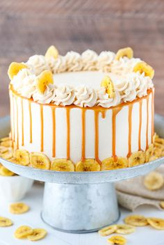 Moist banana cake layers covered in caramel sauce & frosted with more caramel frosting! This Caramel Banana Layer cake is a must try banana dessert. Banana Layer Cake Recipe, Layer Cake Recipes, Dessert Recipes, Banana Cakes, Carrot Cakes, Layer Cakes, Drip Cakes, Food Cakes, Cupcake Cakes