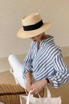 Ways To Style A Button-Down Shirt Blue stripes shirt with white trousers Minimalist Wardrobe, Minimalist Fashion, Mode Outfits, Fashion Outfits, Womens Fashion, Fashion Trends, French Outfit, Mode Blog, White Trousers