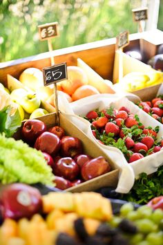 New fruit bar wedding receptions fun ideas New Fruit, Fruit And Veg, Fruit Juice, Fruit Stands, Fresh Fruits And Vegetables, Seasonal Fruits, Ratatouille, Farmers Market, Produce Market