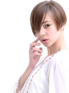 HAIR(ヘアー)はスタイリスト・モデルが発信するヘアスタイルを中心に、トレンド情報が集まるサイトです。10万枚以上のヘアスナップから髪型・ヘアアレンジをチェックしたり、ファッション・メイク・ネイル・恋愛の最新まとめが見つかります。 Asian Bangs, Asian Short Hair, Permed Hairstyles, Short Hairstyles For Women, Shot Hair Styles, Short Hair Cuts, Hair Inspiration, Hair Color, Hair Beauty