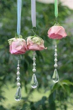 Rosen und Glasperlen/ hang from chanderlier with pearls and silk roses chic decor diy pearls Shabby Chic Crafts, Shabby Chic Homes, Shabby Chic Decor, Silk Flowers, Paper Flowers, Hanging Flowers, Flowers Garden, Fabric Flowers, Deco Champetre