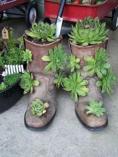 Lustige Ideen, um altes Zeug in Gartendekorationen umzuwandeln.