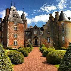 Le Château de Blancafort en Berry - via @mookylicious