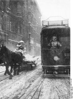 Berlin can get pretty cold in the wintertime. But before you start moaning, look at this picture, made in 1935! When you're getting cold, you run home or to a nice warm cafe to drink a steaming hot glass of Gluhwein or hot chocolate mit a lot of Sahne. To be outside in 1935 is quite a different story if you look at the man on his horsecarriage. He is turning into a snow man himself…