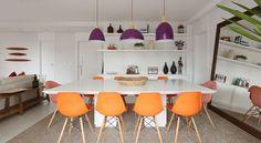 Sala de jantar com decoração colorida - Duda Senna