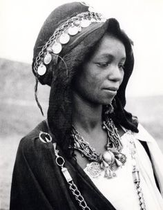 Africa: Métis Woman from the Dades Valley. African Tribes, African Women, African Fashion, People Of The World, Hair Art, Vintage Photographs, Belle Photo, Portraits, First World