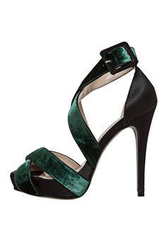 Sandália Veludo Verde - Marca Cecconello