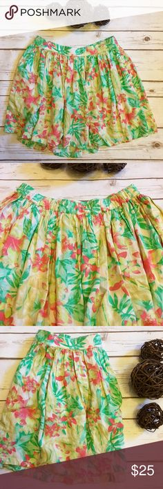 "American Eagle Floral Skirt with Pockets Very cute watercolor floral pattern. This skirt has an elastic waistband and pockets! Skirt length is 15"" American Eagle Outfitters Skirts Mini"
