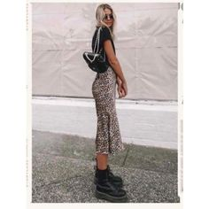 marten boots / midi skirt outfit / cheetah skirt outfit You are in the right place about Skirt tutorial Here we offer you the most beautiful pictures about the Skir Fast Fashion, Look Fashion, Fashion Outfits, Fashion Design, Classy Fashion, Fashion Shoes, Fashion 2017, Leopard Skirt Outfit, Skirt Outfits