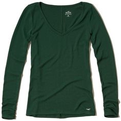 Hollister Must-Have Long Sleeve V Neck T-Shirt (£11) ❤ liked on Polyvore featuring tops, t-shirts, dark green, slim t shirts, slim fit tees, long sleeve v neck tee, long sleeve tops and green top