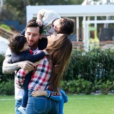 Lionel Messi Shares Cute Household Picture With His Spouse And Sons Messi Art, Messi Logo, Antonella Roccuzzo, Leonel Messi, Messi Argentina 2018, Messi Style, Football Players Images, Football Quotes, Football Soccer