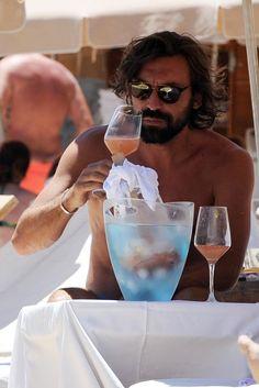 Andrea Pirlo e família passam férias em Cala Bassa, Ibiza (Foto: Splash News/AKM-GSI)