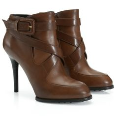 Tapered silhouette and bold details for Tod's ankle boots in soft leather, with wraparound ankle strap, side buckle, internal platform, rubber outsole and thin heel. Perfect for a feminine and captivating look.