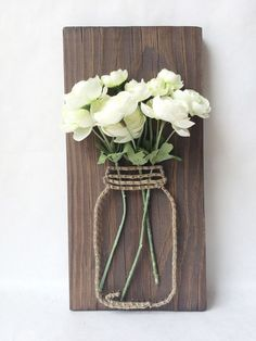 Mason jar string art with silk flowers - Best DIY Dekoration Rustic Wall Art, Rustic Walls, Diy Wall Art, Rustic Decor, Rustic Crafts, Diy Wand, Home Crafts, Diy And Crafts, Arts And Crafts