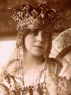 Queen Marie of Romania. Born Princess of Great Britain, and Queen Victoria's granddaughter, she might have been queen of England. Royal Crowns, Royal Tiaras, Tiaras And Crowns, Queen Mary, King Queen, Romanian Royal Family, Romanian Girls, Queen Of England, Royal Jewelry