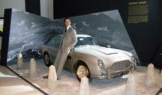 """Durante más de 50 años James Bond ha influenciado mundialmente la cultura popular convirtiéndose en el personaje de acción con más estilo en la historia. Este estilo inundará la Ciudad de México con la Exposición """"Designing 007: 50 Years of Bond Syle"""". Entérate en café y cabaret."""