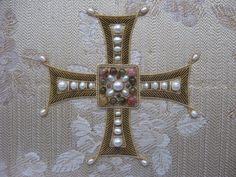 Bullion Embroidery, Pearl Embroidery, Hand Embroidery, Throw Pillow Sets, Throw Pillows, Byzantine Gold, Fibre And Fabric, Gold Work, Pearls