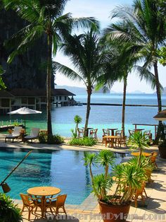 Stunning Photos Of Palawan, The Most Beautiful Island In The World - Loud In Naija Vacation Destinations, Dream Vacations, Vacation Spots, Philippines Beaches, Philippines Travel, Siargao Philippines, Beautiful Places To Visit, Beautiful Beaches, Places To Travel