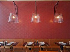 Randa Especialidades Árabes   Isabela Bethônico Arquitetura. Pendente / Restaurante / Colorful / Vermelho / Chez Moi - Portobello