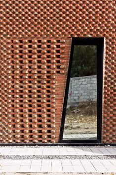 39 Awesome Artistic Exposed Brick Architecture Design - You can pick up patio design ideas from videos, patio sketches, books on patio design, photo galleries and articles you can view from the net. Brick Cladding, Brick Facade, Modern Architecture Design, Brick Architecture, Modern Brick House, Red Brick Exteriors, Brick Art, Brick Detail, Brick In The Wall