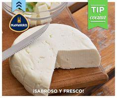 Para conservar el sabor de los quesos frescos como la panela, te recomendamos guardarlos en la parte más fría del refrigerador dentro de un recipiente de sellado hermético, y si tiene suero eliminárselo periódicamente.