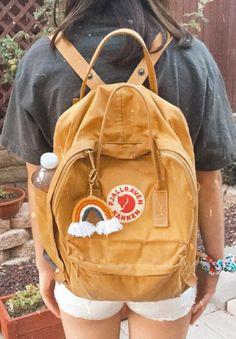 Popular Backpacks, Cute Backpacks, School Backpacks, Summer Aesthetic, Aesthetic Fashion, Kanken Backpack Mini, Mochila Kanken, Sport Outfits, Cute Outfits