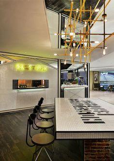 「Urban」 所在地:Shop 322, 3/F, Landmark Atrium, 15 Queen's Road, Central, Hong Kong オープン:2013年11月 設計:Joey Ho Design Limited 床面積:289.5㎡ 客席数:69席 Photo:Dick Liu
