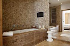 Réalisation Capri: dallage - mosaic contour baignoire sur mesure meridian clair noisette