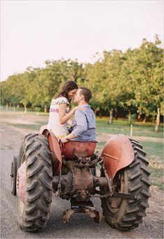 15 fall save the date ideas | engagement session | engagement shoot ideas | #weddingchicks