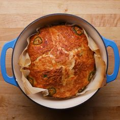 Dutch-Oven Jalapeño Cheddar Bread Impress your friends with this homemade dutch-oven bread. Bread-making can be time consuming but this recipe uses active yeast to help speed up the process. And with cheddar and jalapeño involved, you know you're in for a Cheddar Bread Recipe, Jalapeno Bread, Yeast Bread Recipes, Dutch Oven Bread, Dutch Oven Cooking, Dutch Oven Uses, Queso Cheddar, Jalapeno Cheddar, How To Make Bread